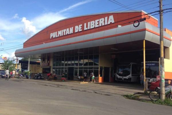 Pulmitan de Liberia, Costa Rica, bus station