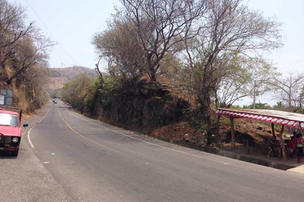 The highway in front of El Zonte looking in the direction towards El Tunco (south)